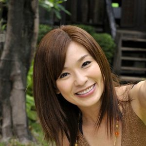【かすみ果穂】引退したスレンダー巨乳お姉さんの動画像、SNS情報